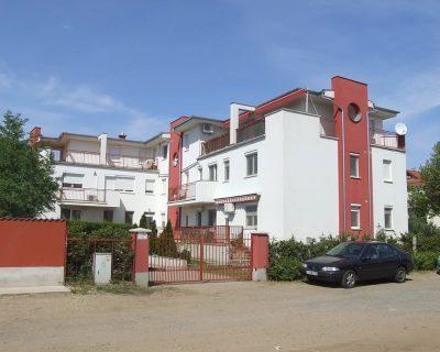 A piros-fehér ház